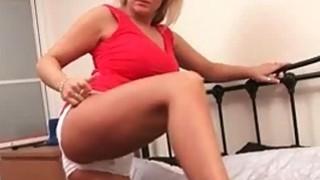 Curvy blonde plays w her huge tits