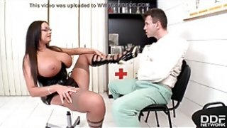 Foot fetish Doc Emma Butt gives patient footjob at the XXX kinkster clinic