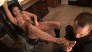 Pedicured feet of Nicki Hunter get polished by voracious foot fetishist